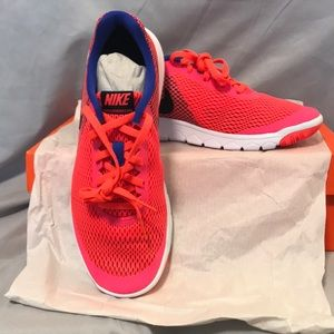 Nike Women's Flex Experience RN 6-sz 8 (see notes)